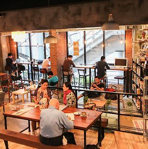 Thonglor Travellers' Hostel And Cafe' photos Exterior