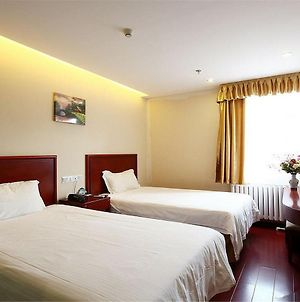 Greentree Inn Shanghai Changyang Road Jiangpu Park Metro Station Business Hotel photos Exterior