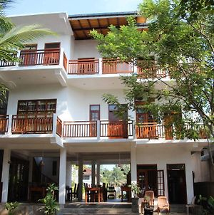 Beach House Habaraduwa photos Exterior