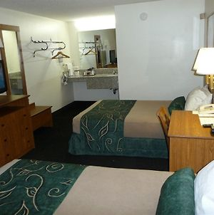 Oak Tree Inn Livonia photos Room