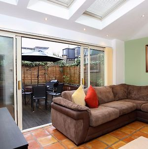 2 Bedroom Garden Apartment Near Wimbledon photos Exterior