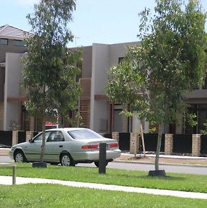 Insaa Serviced Apartments Dandenong photos Exterior
