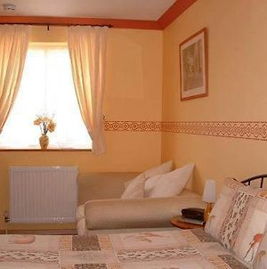 Greenways Lodge, Stansted Airport. photos Room