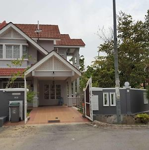 Corner House Near Klia And Sepang Circuit photos Exterior