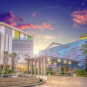 Maxonehotels At Resort Makassar photos Exterior