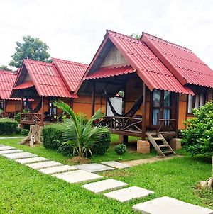 Pai Nam Now photos Exterior