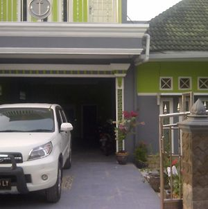 Rina Guest House Syariah photos Exterior