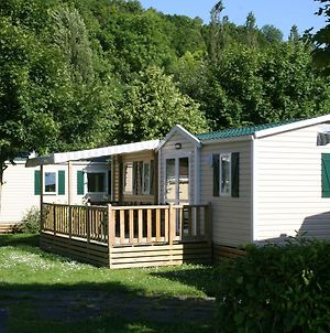 Neat Mobile Home With Porch, In The Nature Outside Of Paris photos Exterior