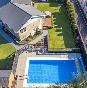 Entire House With Private Swimming Pool photos Exterior