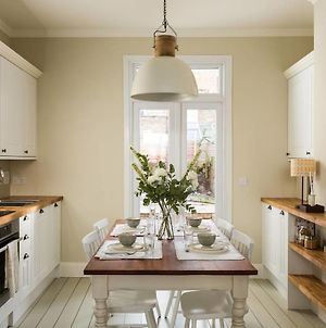 Bright 1Br Modern Home W Terrace In West London photos Room