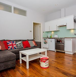 1 Bedroom Apartment In Heart Of Shepherd'S Bush Accommodates 4 photos Exterior