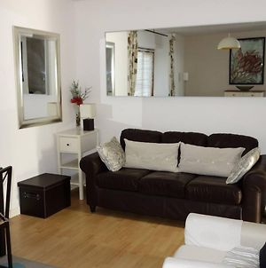 1 Bedroom Studio Flat With Free Parking Sleeps 2 photos Exterior