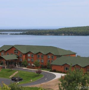 Holiday Inn Express Munising-Lakeview, An Ihg Hotel photos Exterior