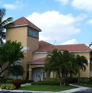 Extended Stay America Suites - Boca Raton - Commerce photos Exterior