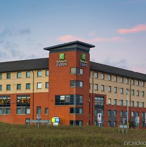 Holiday Inn Express London Luton Airport, An Ihg Hotel photos Exterior