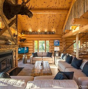 Le Black Bear Les Chalets Spa Canada photos Exterior