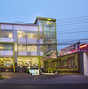 Fresh Hotel Sukabumi photos Exterior
