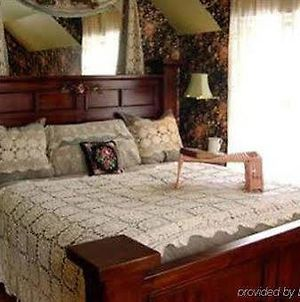 Old Victorian Farmhouse Bed And Breakfast photos Room