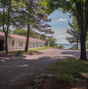 The M-22 Inn Suttons Bay photos Exterior