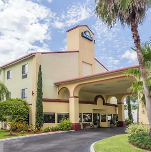 Days Inn By Wyndham Sarasota I-75 photos Exterior