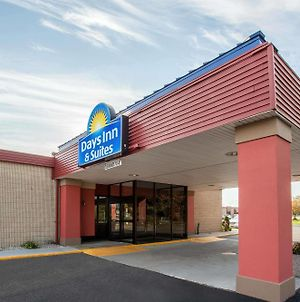 Days Inn & Suites By Wyndham Mt Pleasant photos Exterior