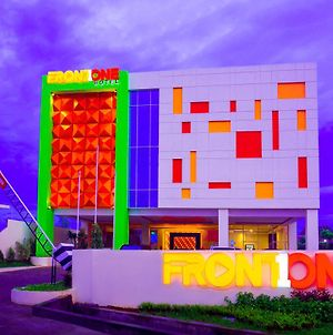 Front One Hotel Purwodadi photos Exterior