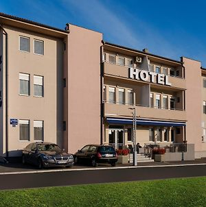 Airport Hotel Garni photos Exterior
