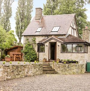 7 Gretton photos Exterior