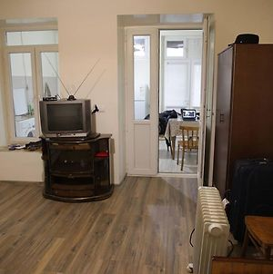 Central Yet Secluded And Just Renovated Apartment photos Exterior