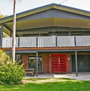 Red Door Beach House - Marcoola Beach - Pet Friendly, Foxtel, Wifi, 500 Bond, Linen Supplied photos Exterior