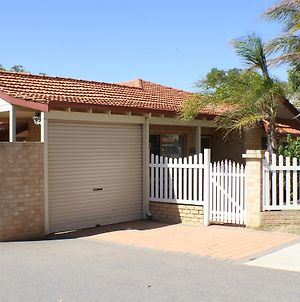 Geraldton Luxury Retreat 2 photos Exterior