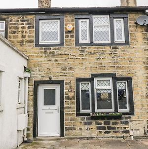 Wesley Cottage, Keighley photos Exterior