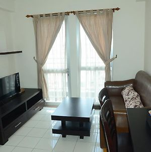 1Br Apartemen Taman Semanan Cengkareng Great Value By Travelio photos Exterior
