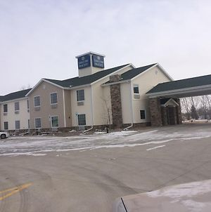 Cobblestone Inn & Suites Steele photos Exterior