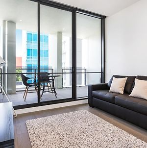 Modern & Comfy + Roof Deck With A Terrific View photos Exterior