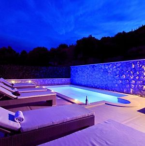 Holiday Home With Private Heated Pool photos Exterior