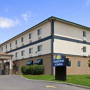 Days Inn & Suites By Wyndham Romeoville photos Exterior
