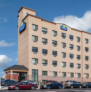 Days Inn & Suites By Wyndham Jamaica Jfk Airport photos Exterior