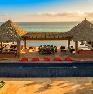 Beachfront Luxury With Staff, Villa Tranquilidad photos Exterior