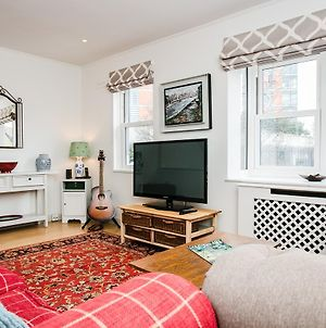 3 Bedroom House In Battersea Accommodates 5 photos Exterior