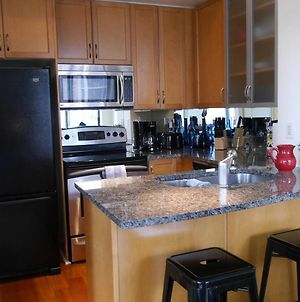 Luxury 2Br Condo In Yorkville With Parking! photos Exterior