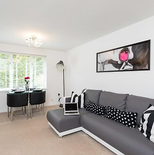 Park View- 2 Bed Self Contained Apartment Close To East Surrey Hospital photos Exterior