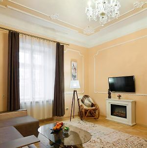 Vera Apartment In The ♥Of Lviv photos Exterior