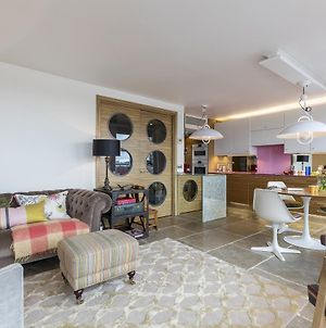 Trendy 2 Bed With Balcony In Notting Hill photos Exterior