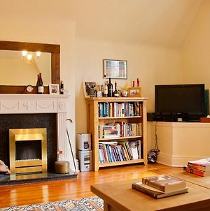 2 Bedroom Flat With Parking In Edinburgh photos Exterior