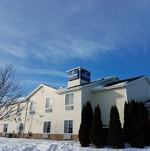 Boarders Inn & Suites By Cobblestone Hotels - Oshkosh photos Exterior