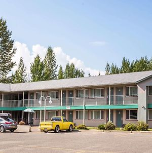 Super 8 By Wyndham Quesnel Bc photos Exterior