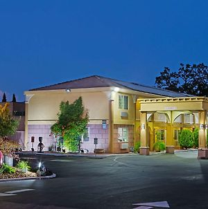 Super 8 By Wyndham Ukiah photos Exterior