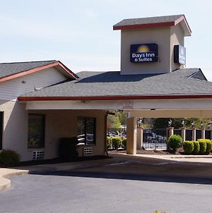 Days Inn & Suites By Wyndham Colonial photos Exterior