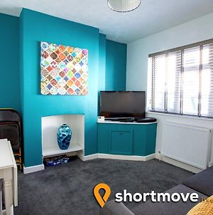 Swindon En-Suite Rooms | Stanley Street | Shortmove photos Exterior